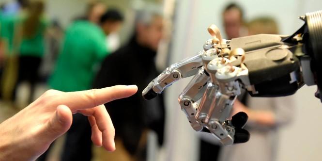 Comment-les-robots-vont-faire-baisser-le-cout-du-travail.jpg